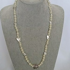 NWT Butterflies and flowers necklace